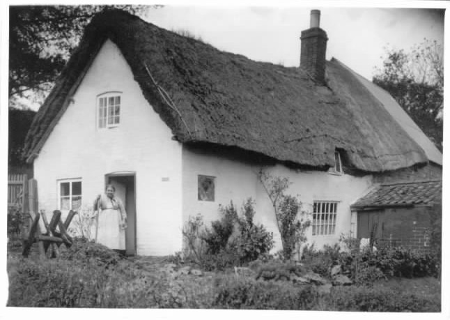 1901 - Thatched Cottage